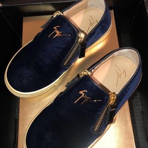 Navy Blue and Gold!